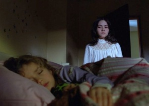 Orphan-Esther-and-her-new-little-sister-horror-movies-6894983-570-408